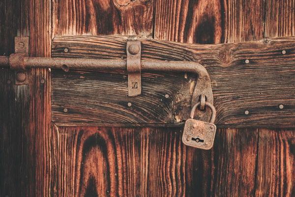 Подсознание скрыто за запертой дверью, и ключа нет ни у кого. Даже у психотерапевта