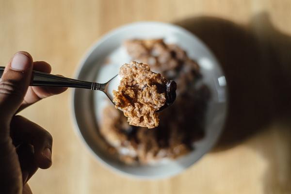 Если ребенок съедает две порции сладких хлопьев, то и сахара получает в два раза больше, чем написано на этикетке в разделе «В одной порции содержится»