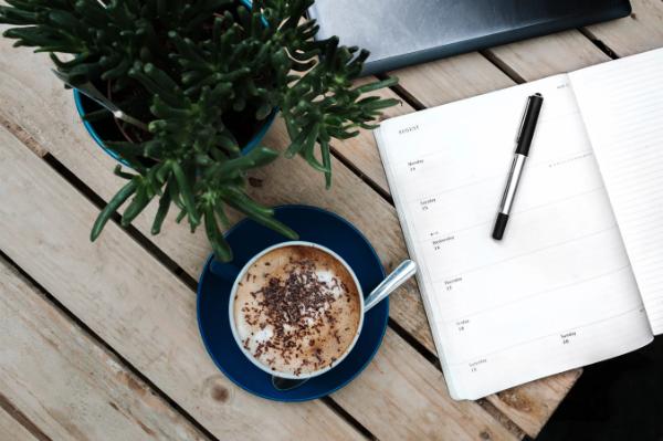 Для того, чтобы легче организовать самого себя и достигать целей, можно воспользоваться специальными ежедневниками
