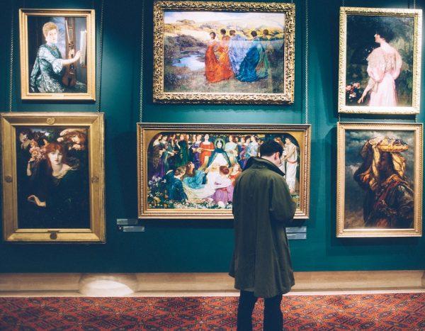 У огромных международных галерей, таких как Саатчи, также есть свои сайты, на которых полно интересного; нельзя пропустить и Artsy.net.