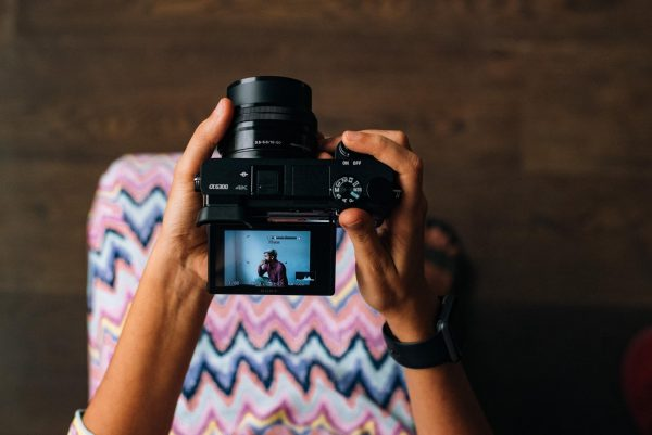 Изображения, которые сопровождают ваш текст, оказывают больше влияние на читателя. Поэтому картинки должны иметь отдельную ценность: чтобы захотелось разобраться, что же это такое. Картинка для поста работает как второй заголовок.