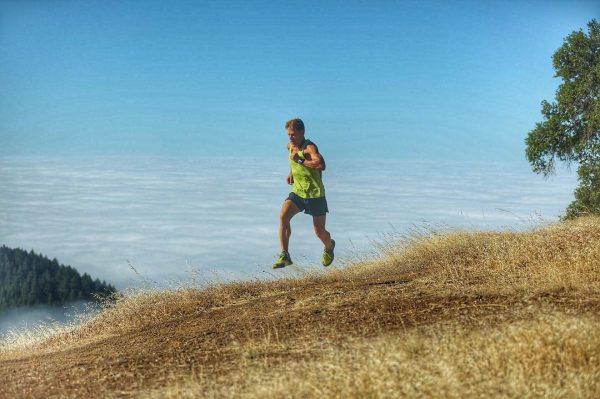 Дин Карназес во время бега