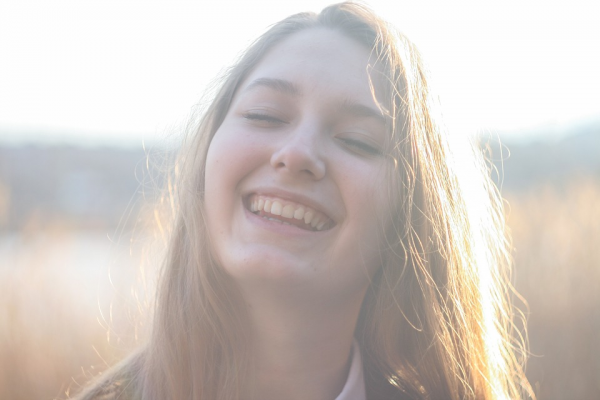 Каждый раз, когда вам удастся выполнить задачу, связанную с формированием новой привычки, улыбнитесь и мысленно похвалите себя. В ответ ваш мозг начнет синтезировать дофамин — один из «гормонов счастья»