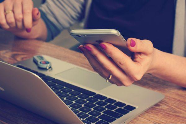 В современном мире мы боимся оставить в стороне смартфон даже на несколько минут. Сразу начинается паника и хочется как можно скорее проверить почту и социальные сети