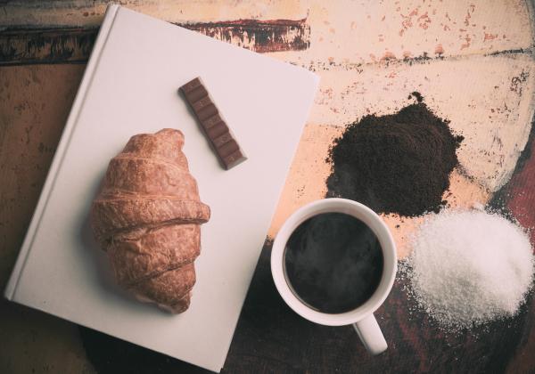 Перекусывание сладким и преобладание в рационе пищи с высоким гликемическим индексом может привести к сахарным американским горкам: резким скачкам уровня глюкозы в крови