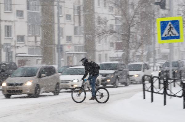 Если люди где и привыкли к зиме, так это на Сахалине! Снежные бураны, которые на неделю парализовали бы любой российский город, на Сахалине никого не удивляют