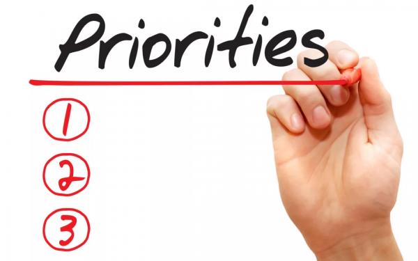 Возьмите листок бумаги и напишите список из минимум 15 вещей, которые важны для вас. Сюда включается семья, любимое хобби, работа и так далее.