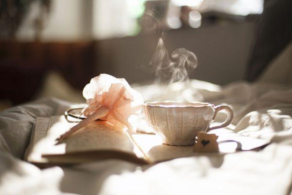 Медленно-медленно листайте книгу, наслаждаясь напитками. Получайте удовольствие. Постарайтесь растянуть этот процесс как минимум на полчаса. Внимательно рассматривайте каждую картинку и наслаждайтесь ею.