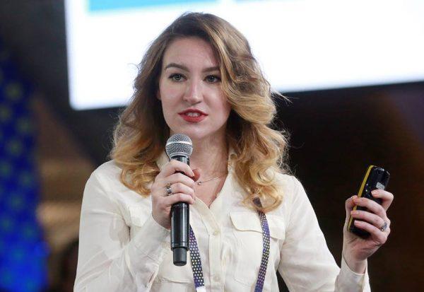 Меня зовут Катерина Ленгольд. Я выросла в Москве, живу и работаю в Калифорнии, где руковожу развитием бизнеса в спутниковой компании Astro Digital.