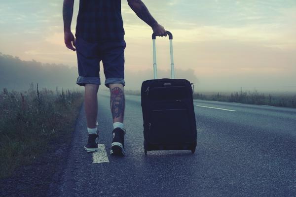 Учтите, что проводить отпуска на курортах — это еще не значит путешествовать. Если вы заселились в дорогой отель и съездили на пару экскурсий, то просто на время сбежали от реальности