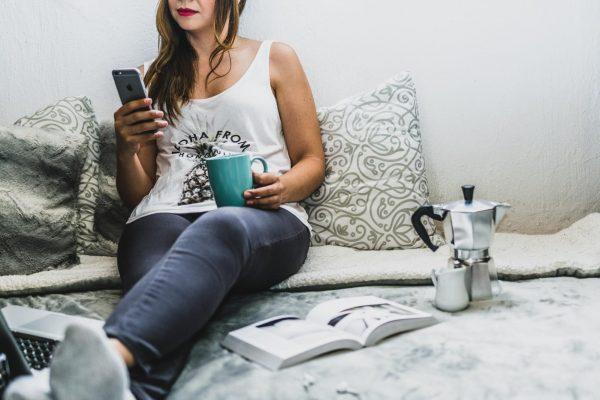 Один из главных принципов продуктивности — эффективный отдых. То есть не просиживание в интернете или просмотр фильмов, а действительно эффективный отдых. Заранее планируйте прогулки по городу или встречи со старыми знакомыми.