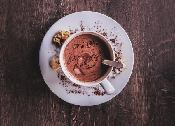 Вместо кофе предложите гостям попробовать какао с маршмеллоу, витаминный облепиховый чай, безалкогольный глинтвейн или другой необычный напиток. Пусть они проведут в вашем офисе несколько чудесных минут.