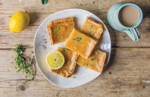 Это лимонное печенье готовится по традиционному американскому рецепту, а в качестве топинга используется особый лимонный крем.