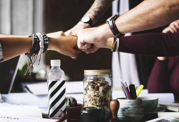 Довольно часто сотрудники ставят личные цели выше командных. При таких условиях, работники могут отлично справляться со своими обязанностями и успешно взаимодействовать с коллегами, однако они не будут заинтересованы в улучшении общего результата