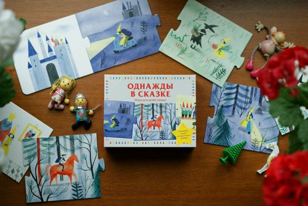 «Однажды в тёмном лесу» — это необычная игра, в которой скрываются сотни нерассказанных историй. В коробке — карточки с картинками. Суть проста: берете карточку и придумываете сюжет. Следующий игрок достает новую карточку и сочиняет продолжение общей истории. Играть можно вдвоем или большой компанией