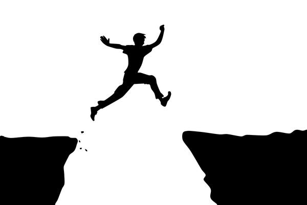 Буквально подстроить падение, чтобы у ребенка была ссадина, но чтобы в будущем тот не растерялся и знал, что делать в случае настоящего падения.