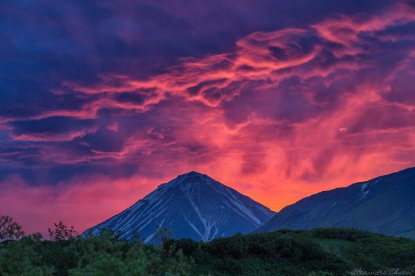 Фотографируя закат, не спешите уходить после захода солнца. Обычно самые интересные кадры получаются в течение 10-20 минут после заката, когда еще не совсем стемнело.