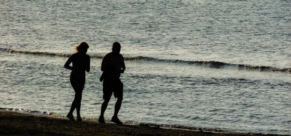 Если вы любите бегать — и способны поддерживать нескучную беседу, — то можете составить кому-то компанию в занятиях бегом.