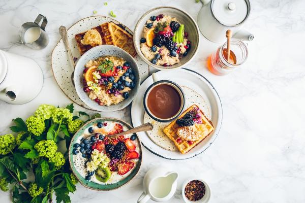 Существует множество систем питания. Вы можете стать веганом, лактовегетарианцем, пескетарианцем или оставаться всеядным, но употреблять в пищу только поддерживающие здоровье продукты
