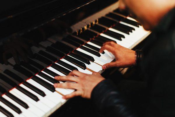 Между освоением игры на музыкальном инструменте и практикой медитации есть много общего