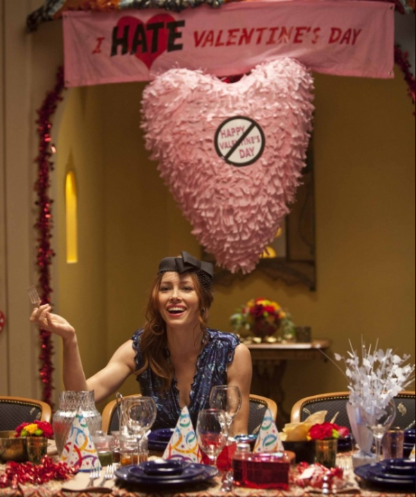 Устройте с подругами или друзьями вечеринку «Мы ненавидим День Святого Валентина». Только больше позитива!