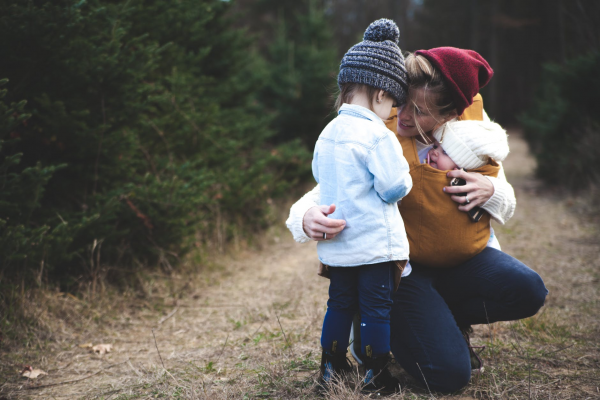 Если дети видят, что мы спокойно проходим мимо страдающего человека, они делают для себя вывод, что чужие страдания не наше дело.