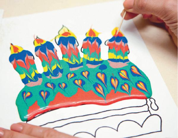 Для работы с объемной краской от вас потребуется некоторая подготовка, но результат обязательно порадует детей.