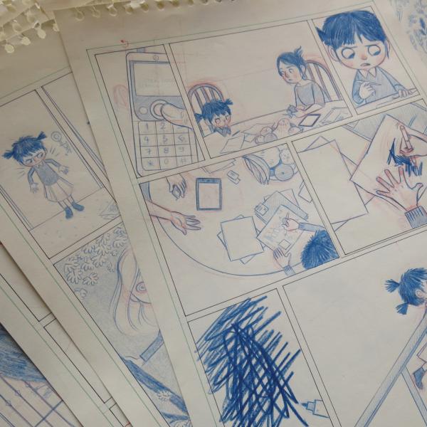 Когда я хочу показать тонкие аспекты истории, я рисую детали. Например, руки Сэнди, которые говорят нам о чувствах девочки или ее реакции на что-то.