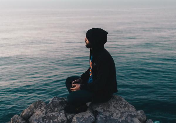 Тип медитации, поза и место могут быть разными. Пробуйте, чтобы найти то, что подходит именно вам
