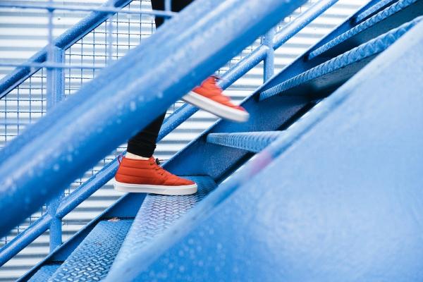 Люди с установкой на рост продолжают двигаться вперед, поэтому достигают большего