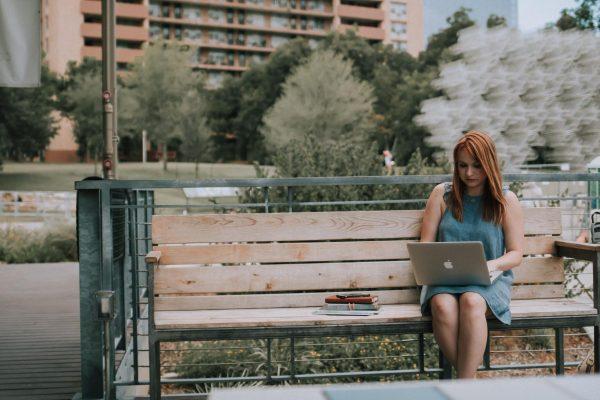 Старшие поколения лучше воспримут виртуальные варианты организации труда, а компании научатся совмещать ее реальные и виртуальные аспекты.