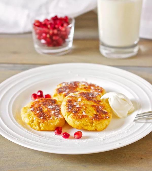 Историй возникновения чизкейка, как и его рецептов, великое множество. Но самый классический — со сливочным сыром, например, Филадельфия. Приготовьтесь отведать нежнейший десерт!