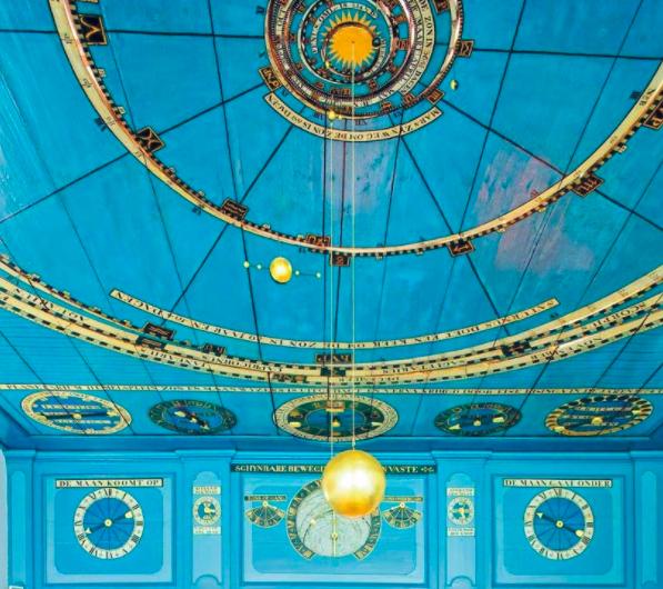 Планетарий Эйзинга внутри уютного голландского домика.