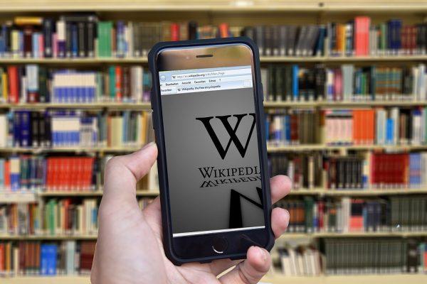 Википедия содержит в себе данные из тысяч книг и труд тысяч людей