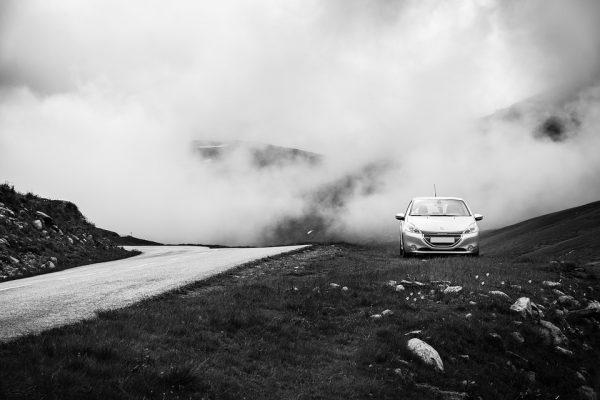 Профессионалы часто водят автомобиль в состоянии потока, при этом на внештатные ситуации они отлично реагируют.