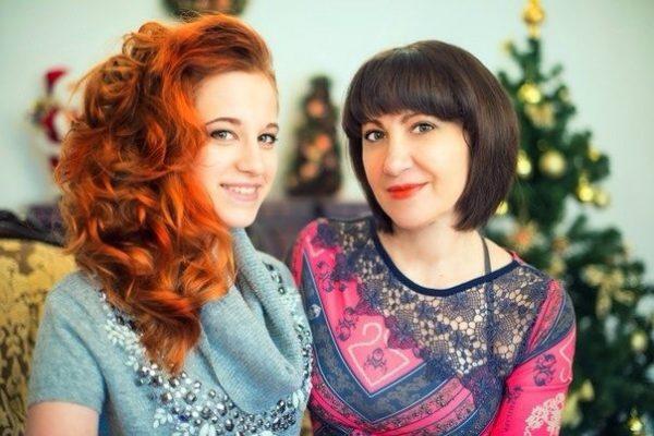 Лиса Сгонник с мамой Любовью