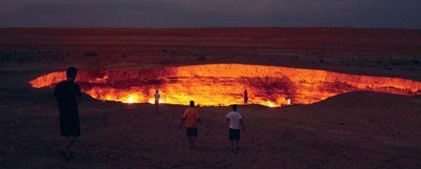 Огненная яма полыхает с 1971 года.