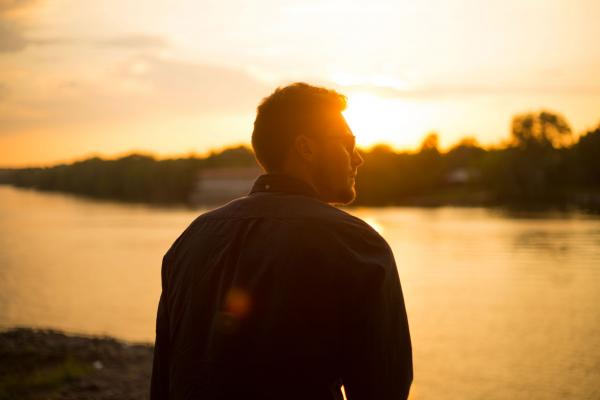 Размышляя о главном, мы сохраняем связь с глубинным смыслом нашего бытия.