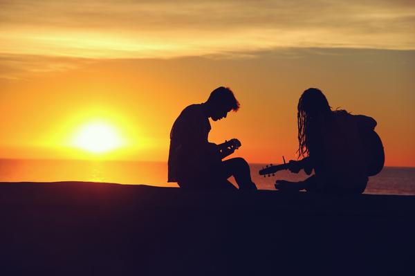 Ваш возлюбленный не приложение к вам, а самостоятельная личность. Вы не должны давить, требовать и вымогать через обиду его подчинение.