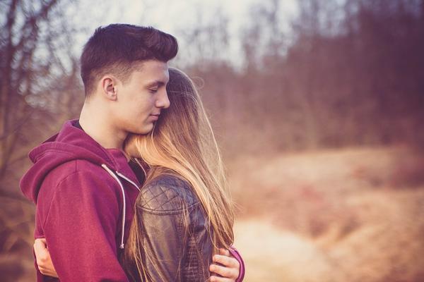 Делиться с партнером своими слабостями и получать в ответ эмоциональную поддержку — мощный источник близости