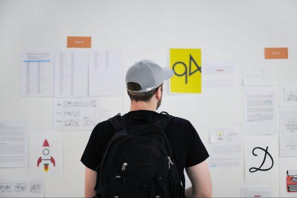 Предложите молодым сотрудникам участвовать в разных проектах, между которыми можно свободно переключаться.