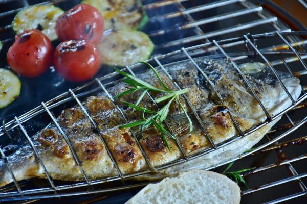 Установите решетку посредине духовки и нагрейте духовку до 190 градусов.
