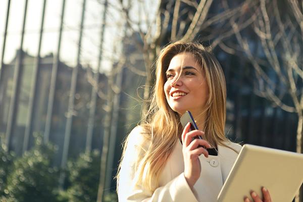 Если же клиент счастливей от ваших продуктов не становится, то нужно десять раз подумать: а то ли вы продаете, а тем ли вы занимаетесь?