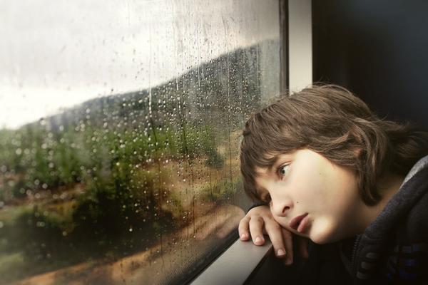 По возможности защищайте ребенка от воздействия стрессовых факторов