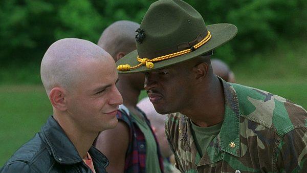 В армии солдаты живут по строгому расписанию, точно знают, как проведут следующий день, их жизнь направлена на то, чтобы пережить этот год.