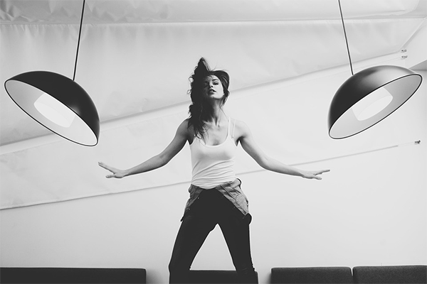 Танцуйте, пока выполняете работу по дому.