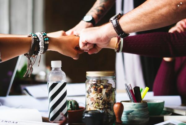 Есть несколько исследований о том, на что отвлекаются офисные сотрудники, и сколько времени они тратят, на то, чтобы сконцентрироваться обратно.