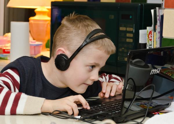 Ребенок должен делать уроки, не отвлекаясь на посторонние вещи