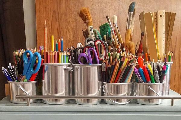 Поэкспериментируйте с новым рецептом, напишите стихотворение, нарисуйте картину или найдите интересную идею на Pinterest и попробуйте воплотить ее в жизнь. Творческое самовыражение и общее ощущение благополучия взаимосвязаны.