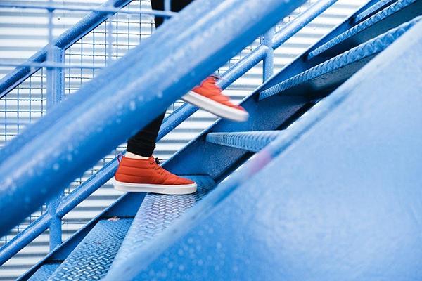 «Вам не нужно видеть всю лестницу целиком, просто сделайте первый шаг» (Мартин Лютер Кинг).